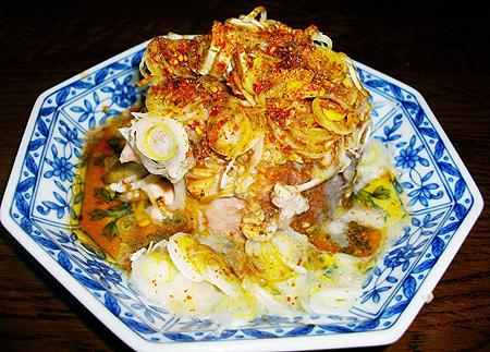 伊藤食品の鯖 水煮をネギぶっかけで食べる