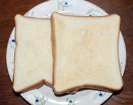 こんがりと焼いた食パントースト