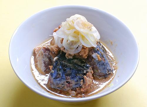 伊藤食品の鯖 醤油煮の盛り付け例