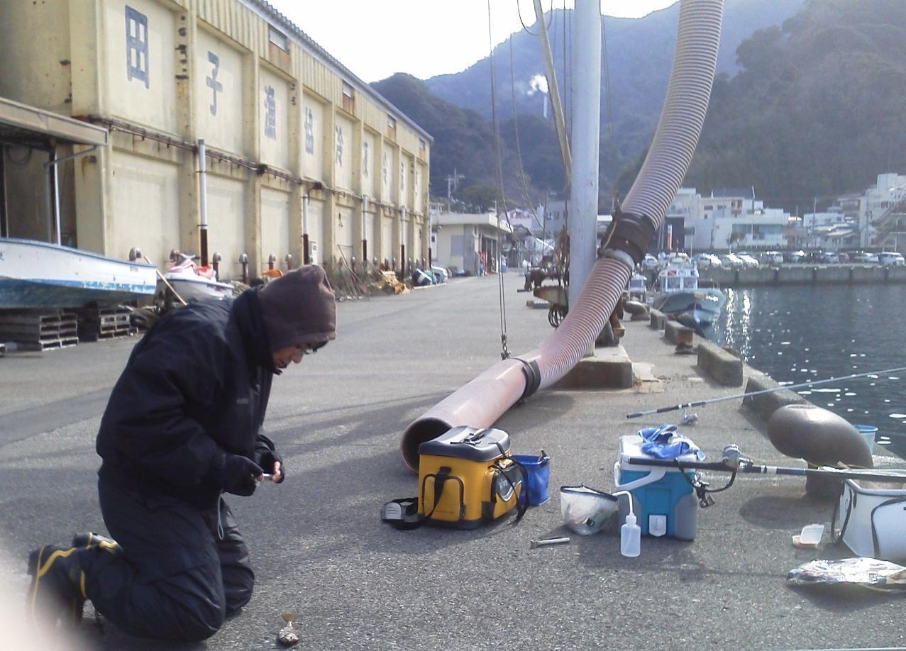 写真を撮る佐藤オキアミ