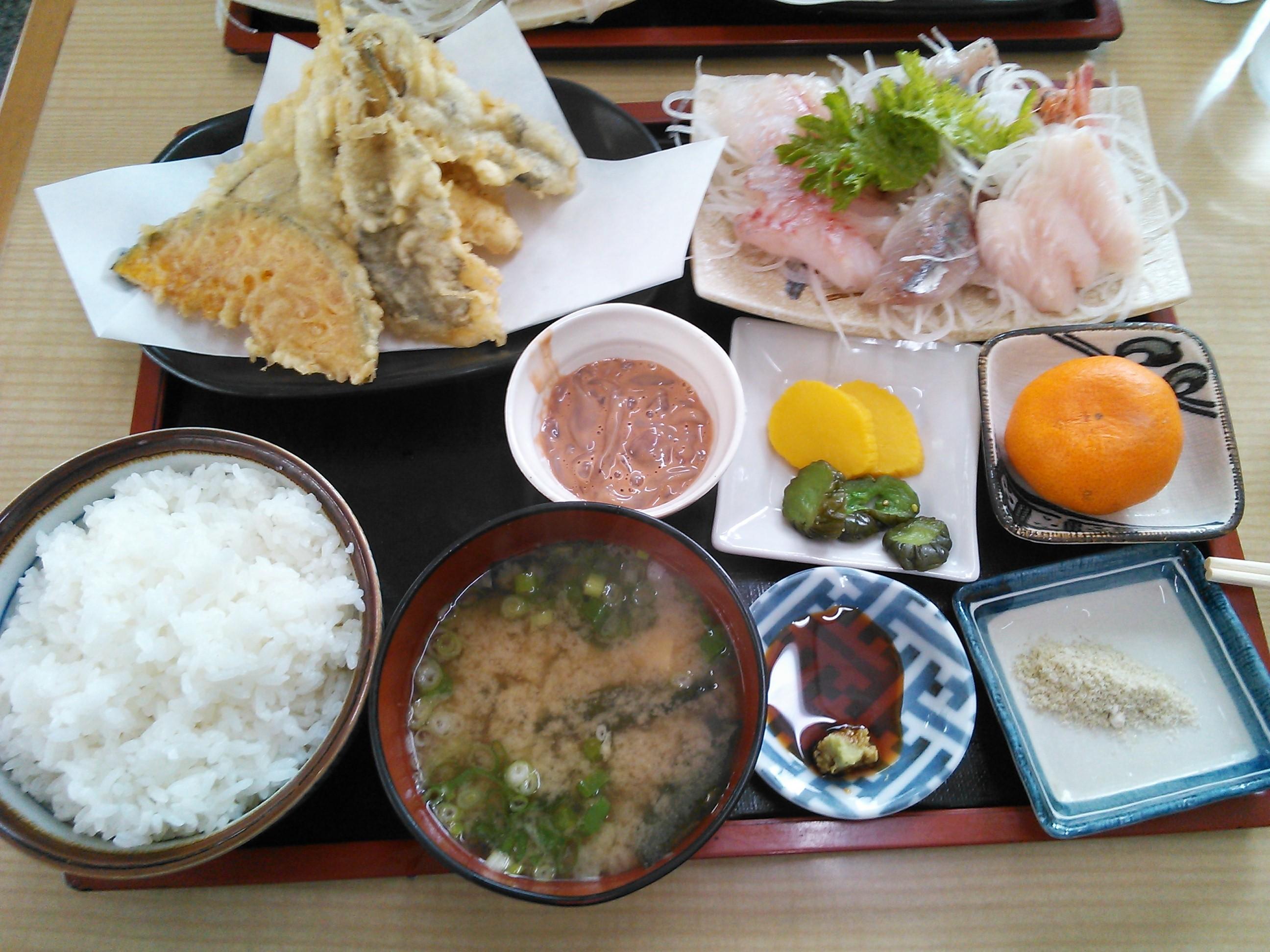 魚重食堂のうおしげ定食