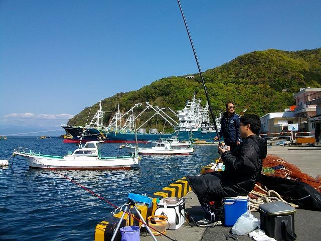 戸田港で両軸遠投カゴ釣りをするオダ マルソウダ