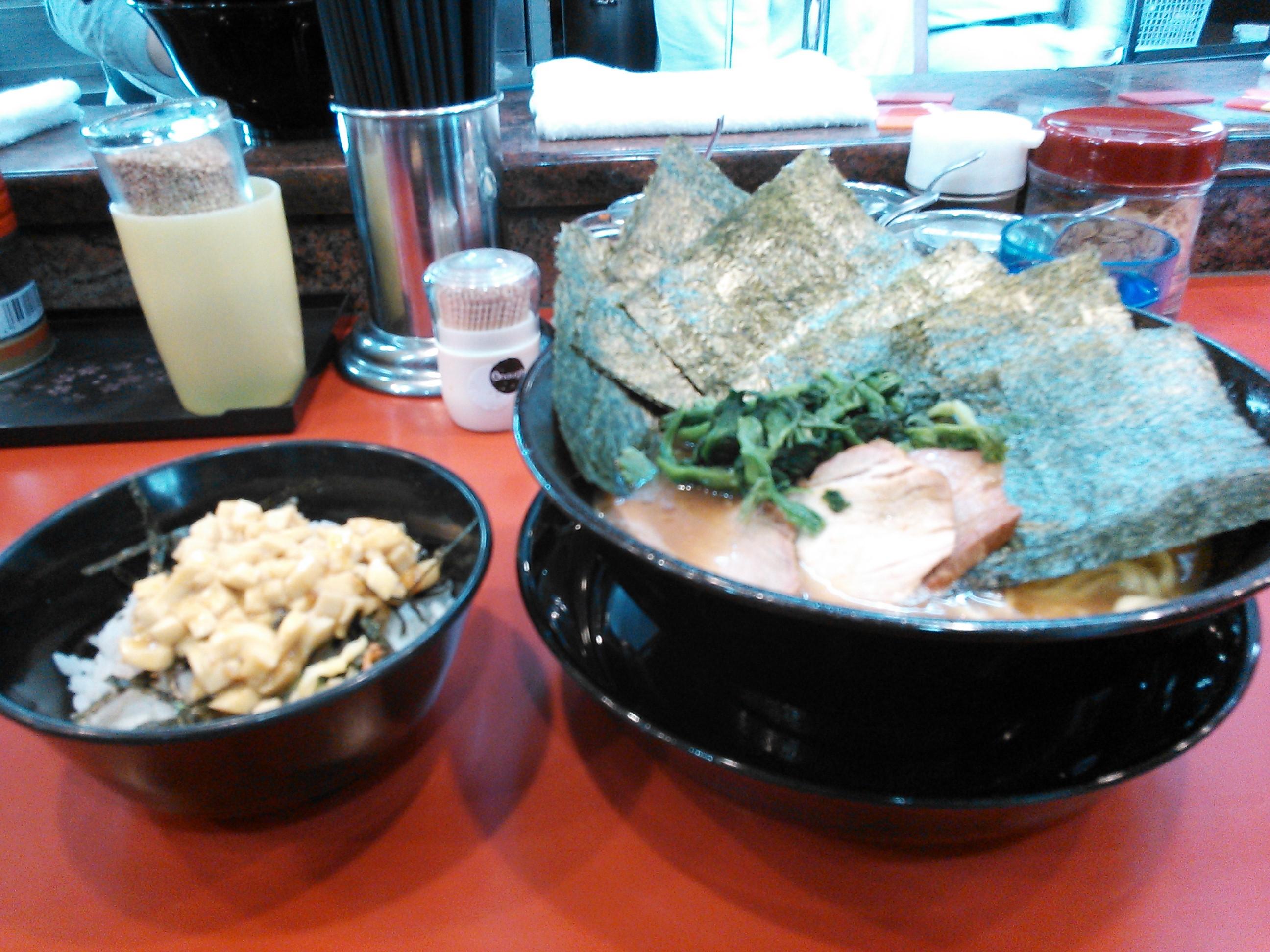 環2家の海苔増しラーメンとたまごまぶしご飯