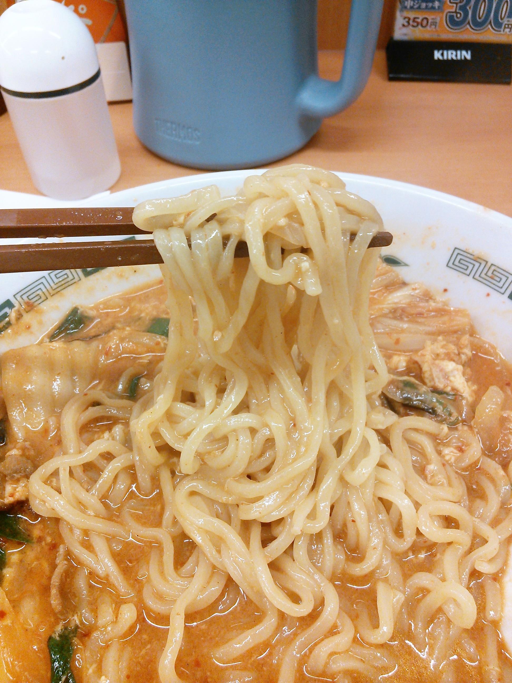 日高屋のチゲ味噌ラーメンの麺
