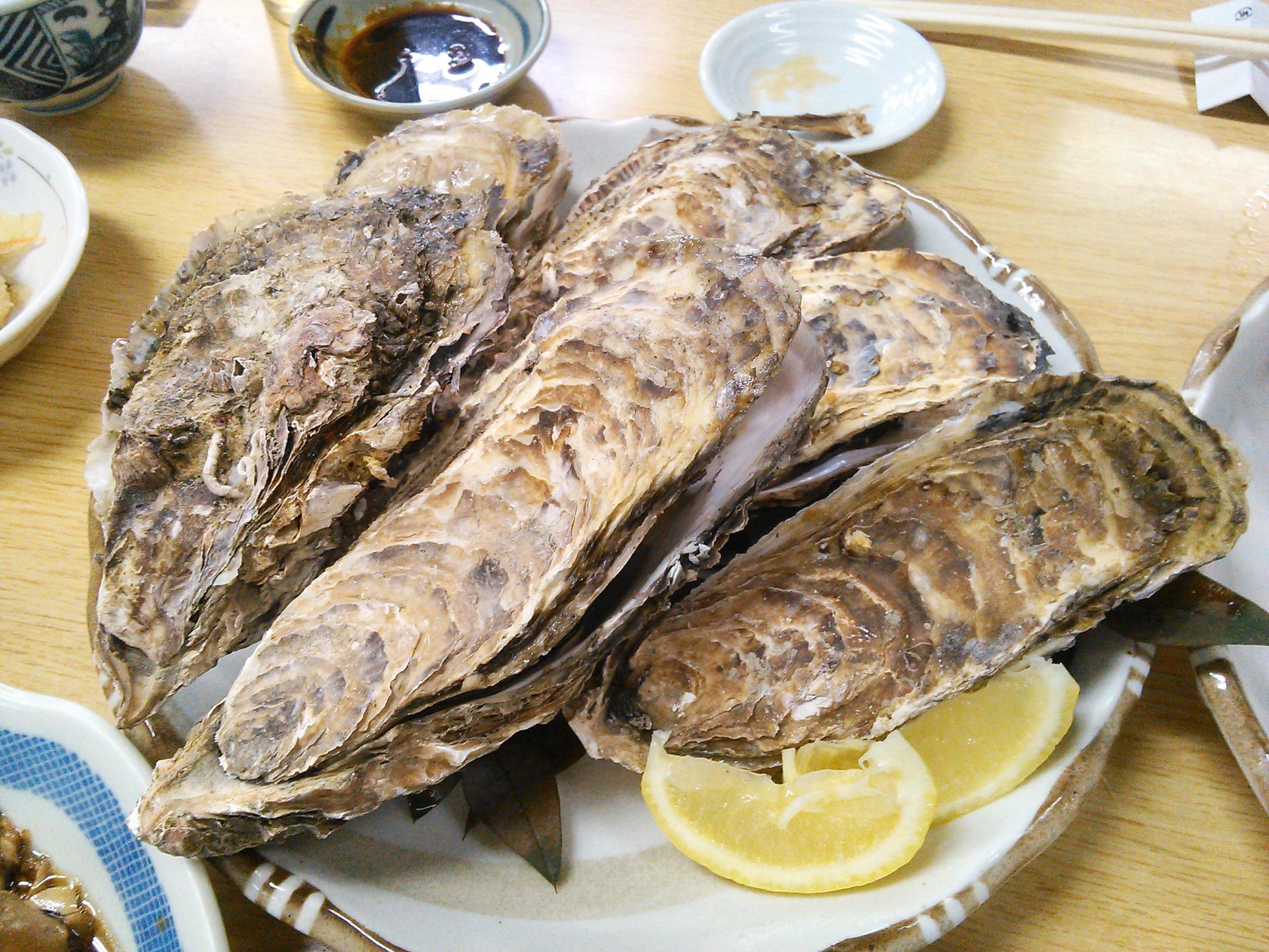 鳥羽・ふる里館の貝たっぷりの定食の焼き牡蠣