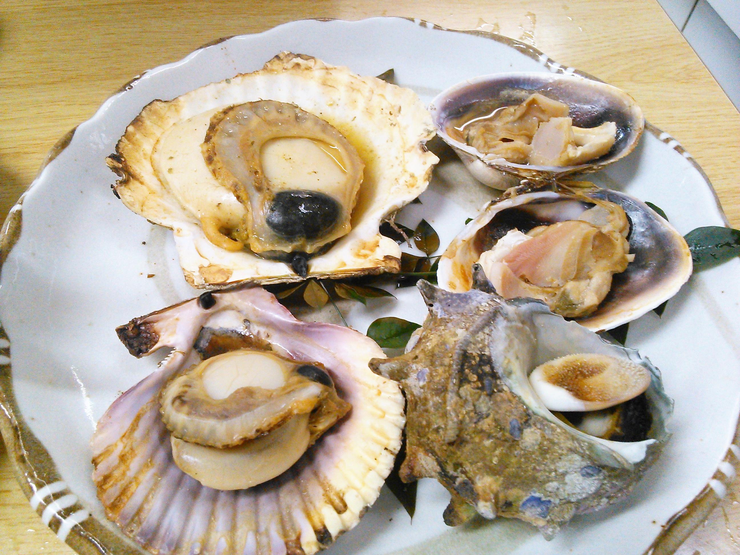 鳥羽・ふる里館の貝たっぷりの定食のホタテとサザエ