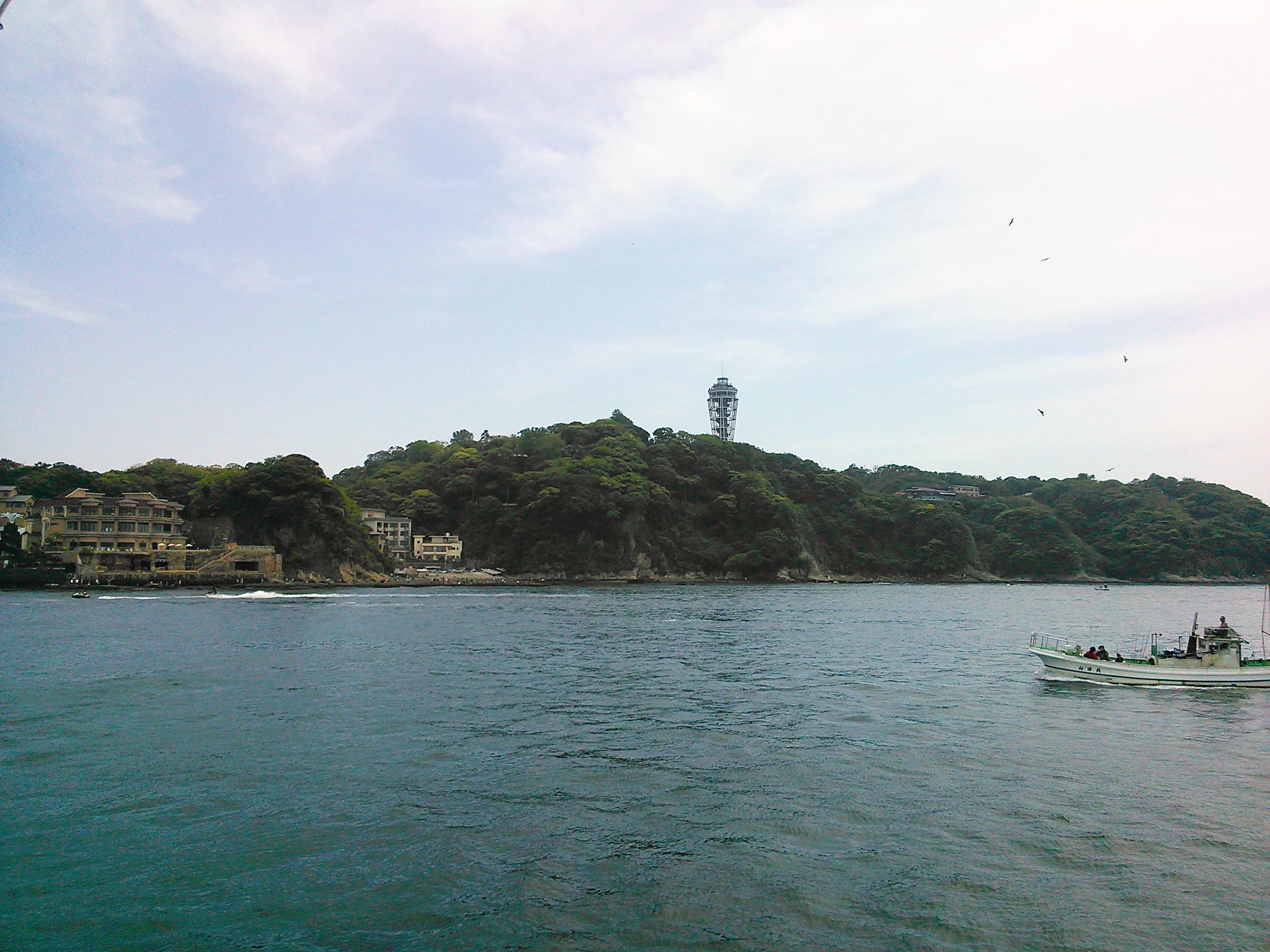 釣り場からはきれいに江ノ島が見えた