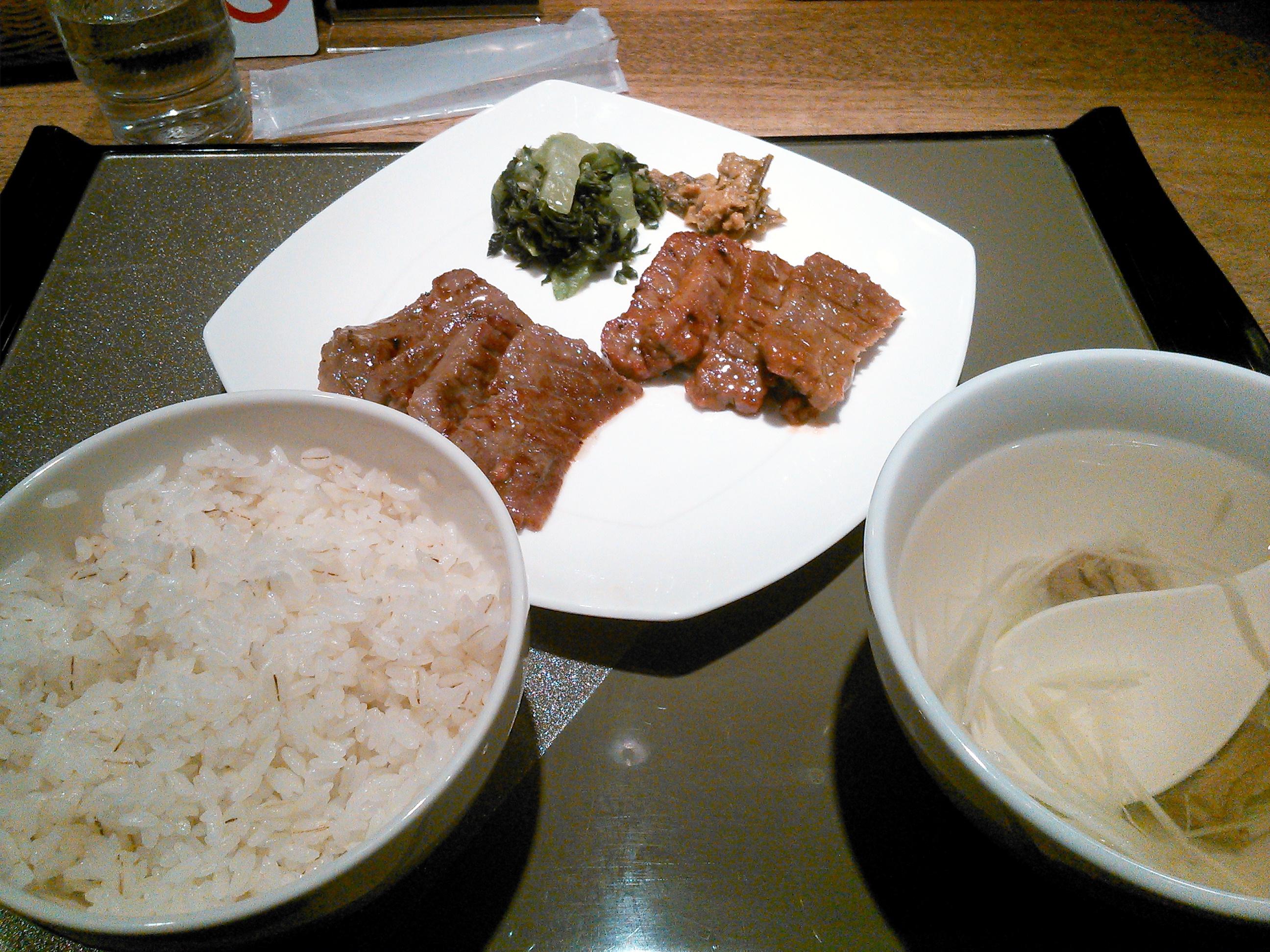 伊達の牛たん本舗の牛たん定食、塩、みそミックス