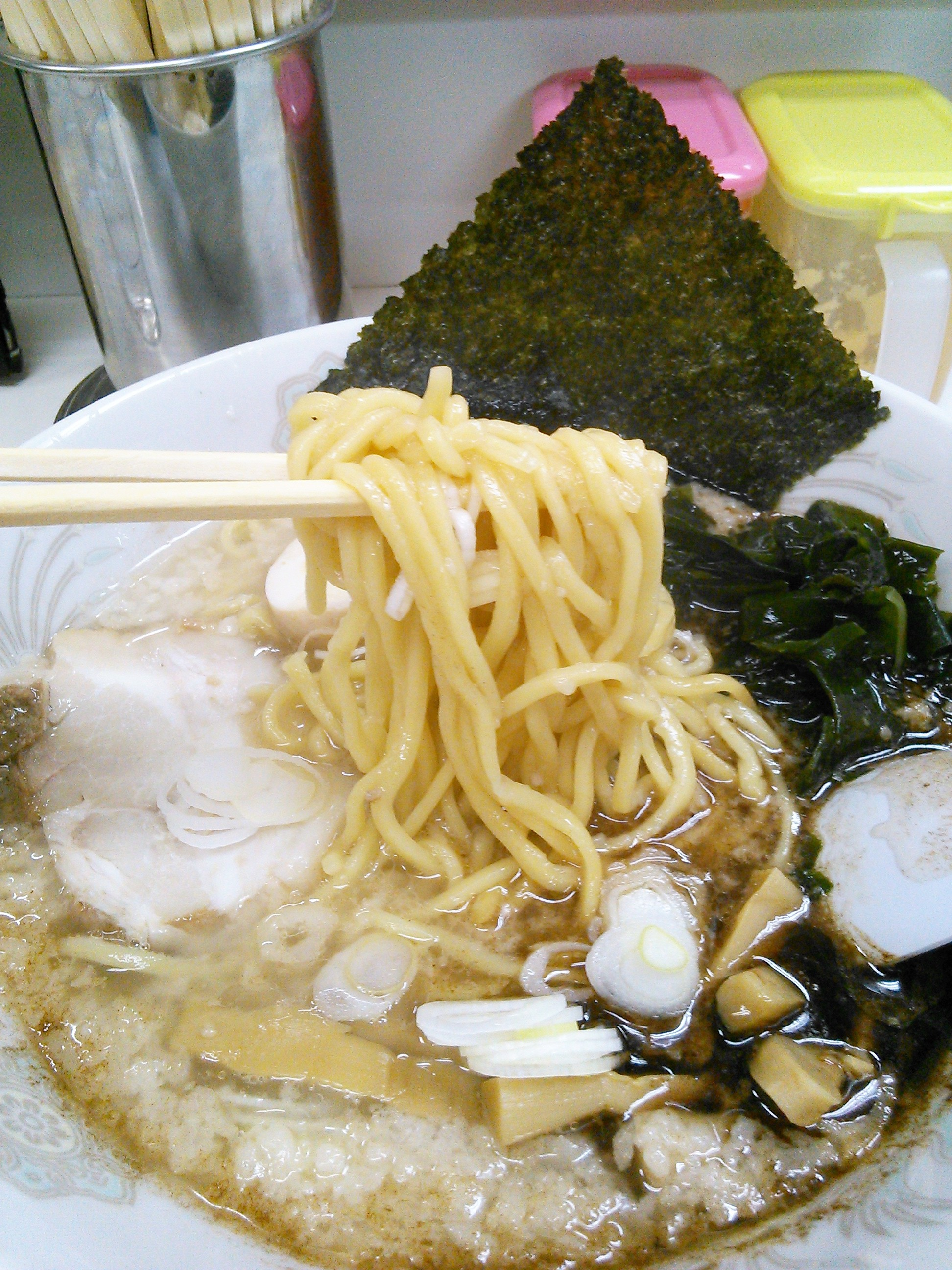 龍ちゃんのマー油入りの醤油ラーメン・黒龍の麺