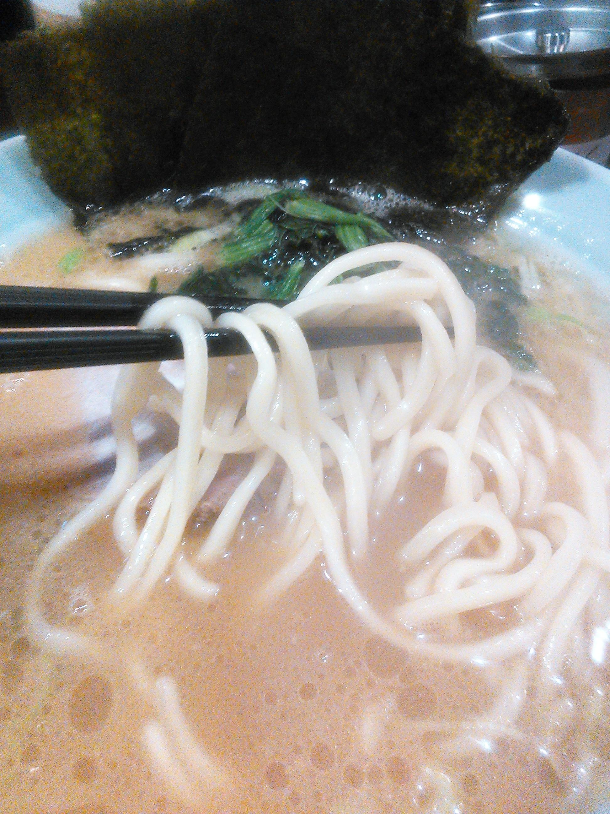 ラーメン銀家伊勢佐木町店の家系ラーメンの麺