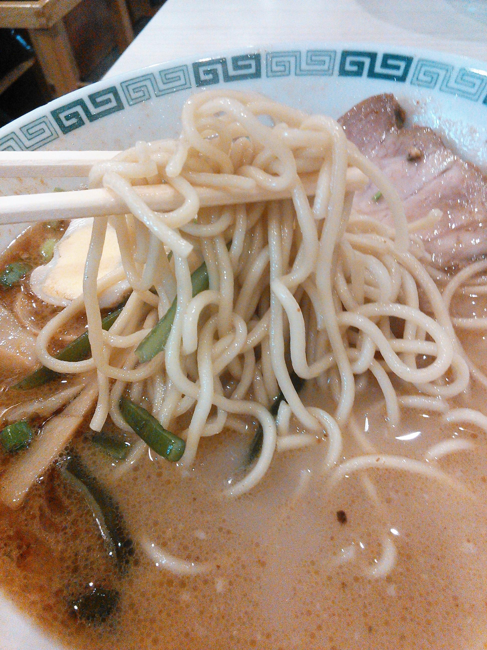桂花のラーメンの麺は丸細麺