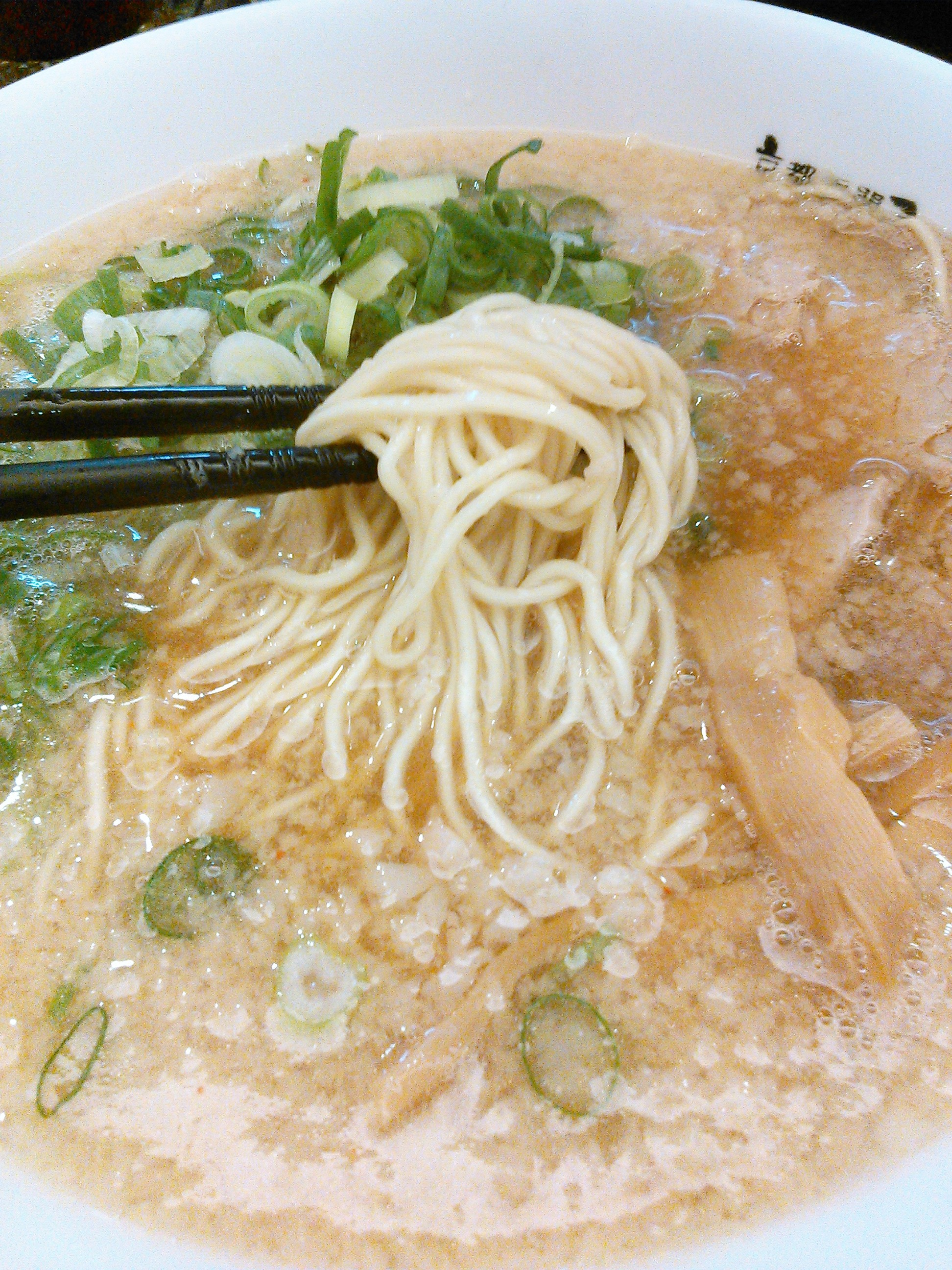 ますたにラーメンの京都背油ラーメンは細麺