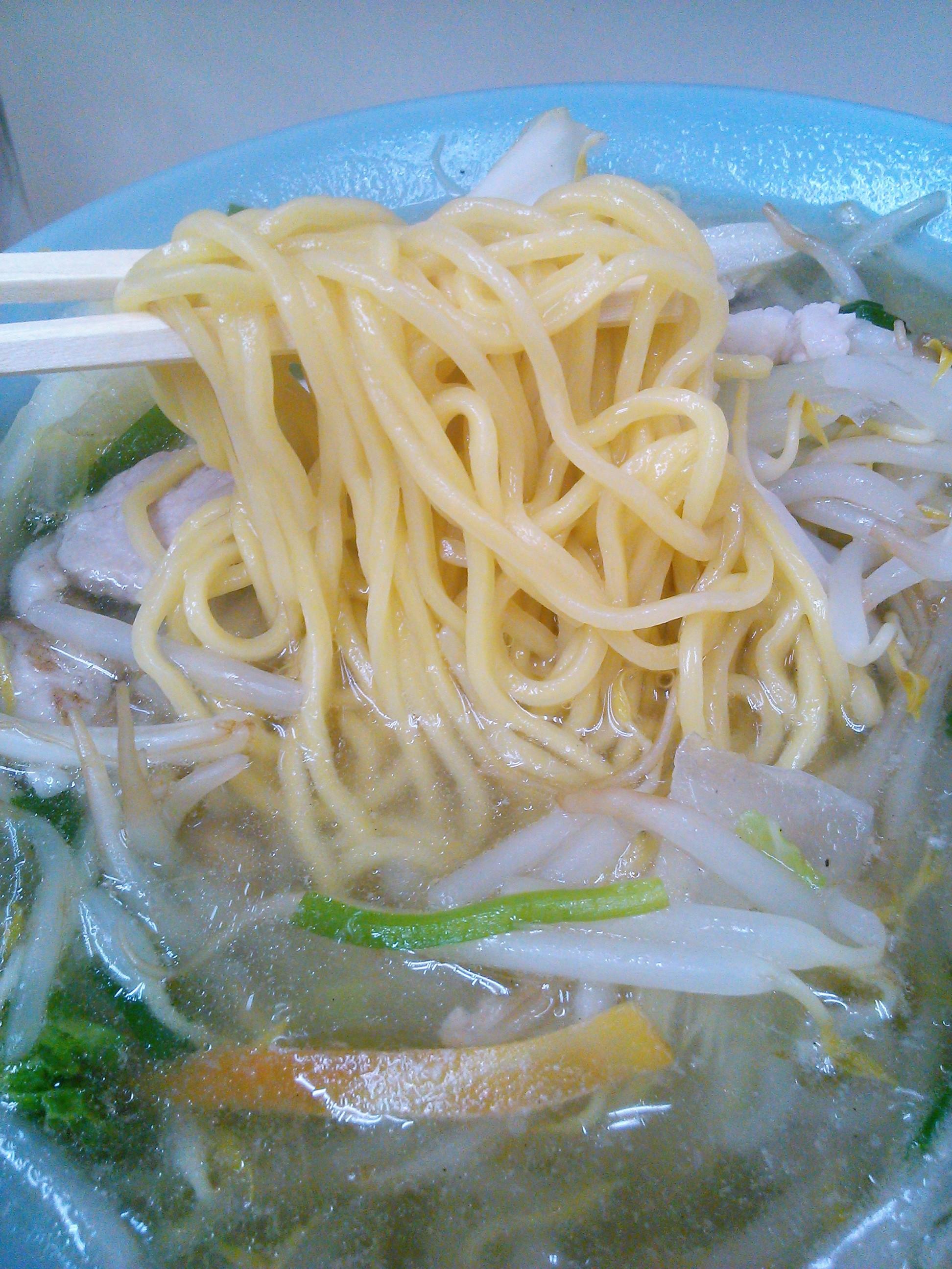 三陽のタンメンは黄色いストレート麺