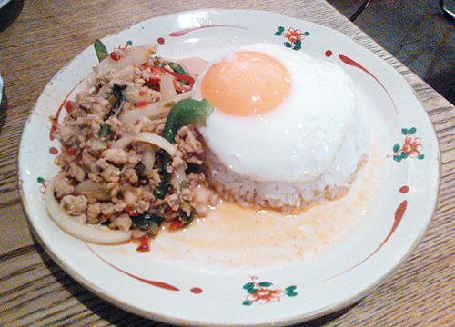 神田・ブルーパパイヤの鶏肉のバジル炒めご飯、ガパオガイ