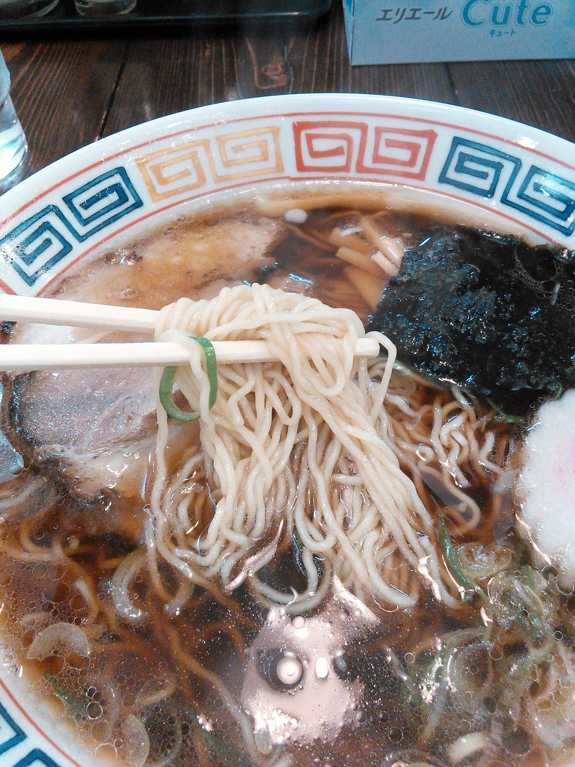 秀航園の釧路ラーメンも釧路特有の細麺の縮れ