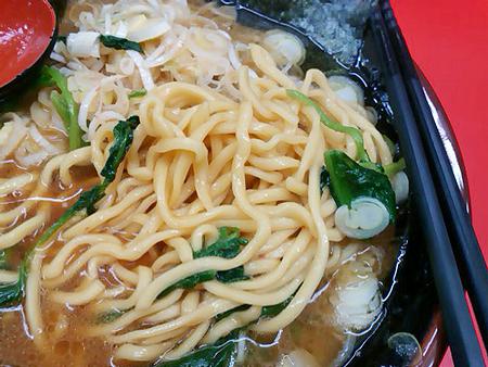 磯子・杉田家の短め中太麺