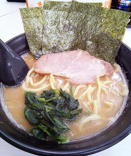 横浜家系ラーメンチェーン・豚骨番長のラーメン