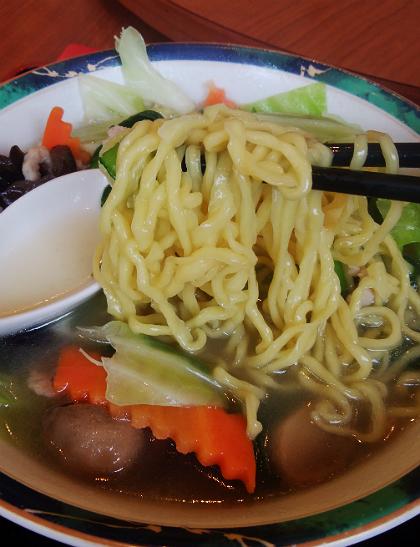 春香園のタンメンは平打中太短麺