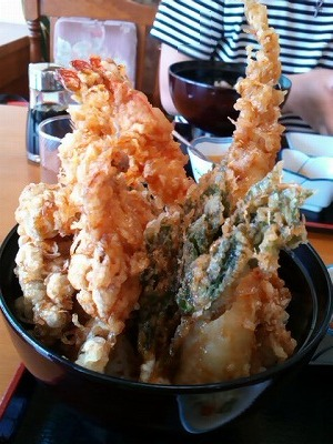 食処うまいや東洋の天丼のアップ写真
