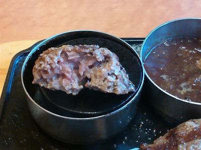 ビッグボーイの大俵ハンバーグを焼き石で焼く