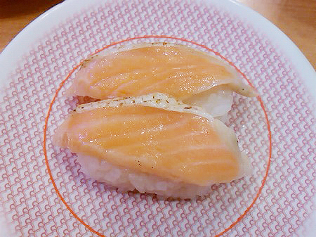 かっぱ寿司の焼サーモンの握り