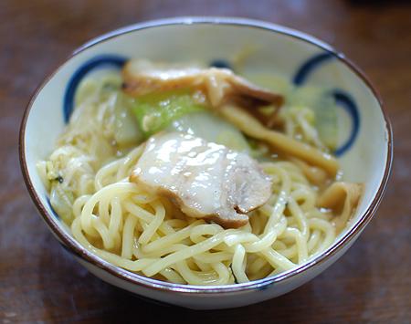 極太 つけ麺の達人 濃厚煮干鶏白湯を自家製チャーシューとともに