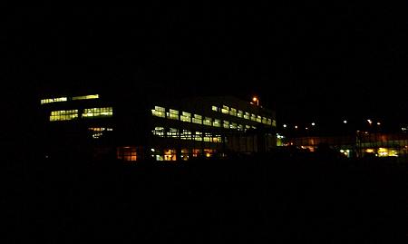 杉田臨海緑地から見える夜の配送センター