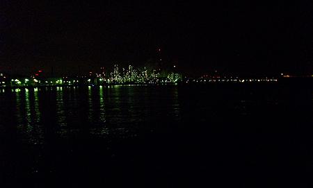 夜の根岸港から見える工場の光は絶景!