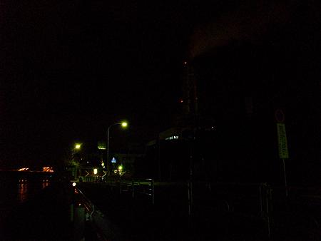 根岸港は東京電力の横
