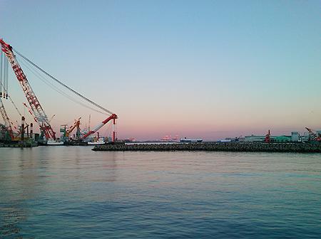 2013年12月29日、夕暮れが美しい杉田臨海緑地