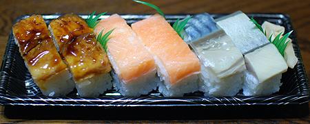 古市庵の鯖(バッテラ)・鱒・穴子の押し寿司三種が入った詰め合わせ