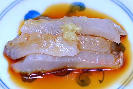 東京湾産メジナの刺し身をわさび醤油で