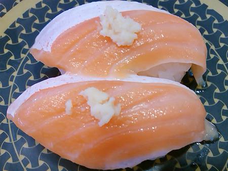 はま寿司の大とろサーモン山わさびの握り