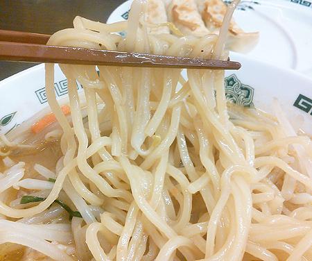日高屋の味噌ラーメンの中細麺