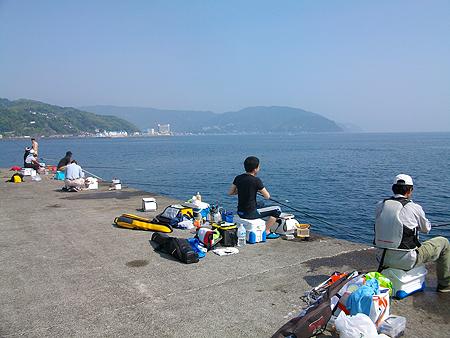 東伊豆・伊東港の釣り場風景(白灯堤防)