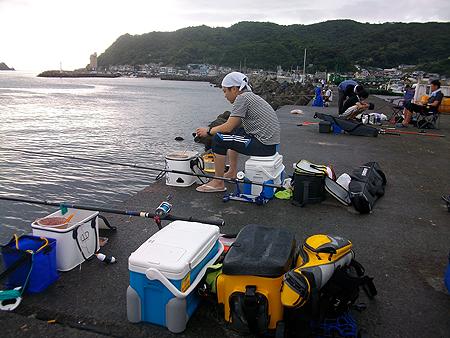 東伊豆・伊東港での釣り座