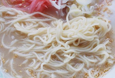 サッポロ一番 頂 とんこつ味の細ストレート麺