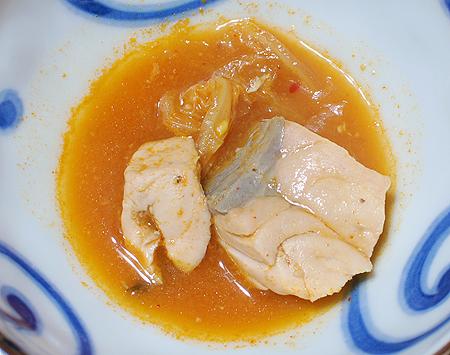 キムチ鍋でよく煮た秋鮭