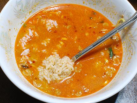 日清具多 辣椒担々麺はラーメン雑炊でシメ