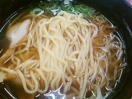 スシローの出汁入り鶏がら醤油ラーメンの麺