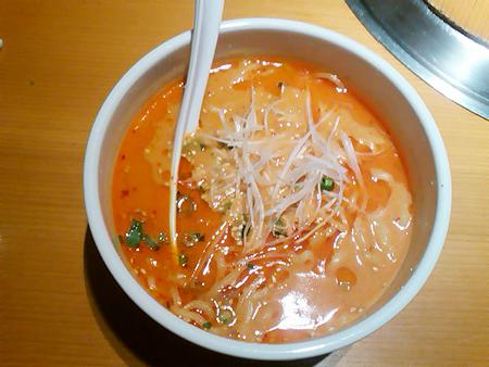 池袋の焼肉「黒五」の担々麺