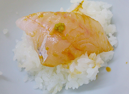 魚重食堂の深海魚刺し身をオンザライス