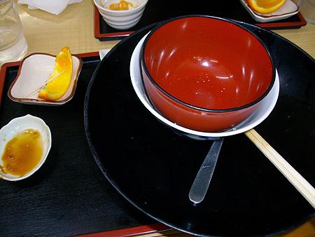 魚重食堂の深海魚天丼も深海魚刺し身盛り合わせも、そして白飯も完食