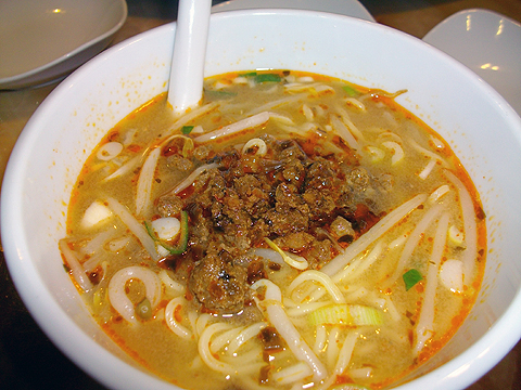 横浜中華街 北京火考鴨店の担々麺