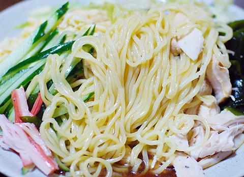日清「ラ王 冷やし中華 しょうゆだれ」の麺のうまさは最強クラス