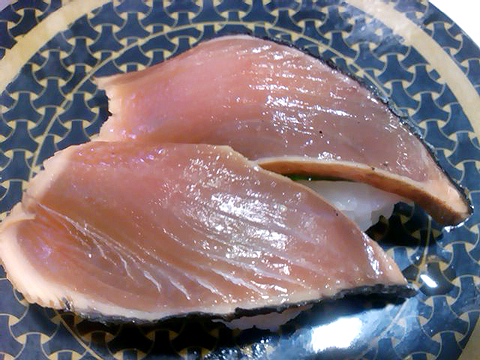 はま寿司の石巻産 大葉にんにく鰹たたきの握り