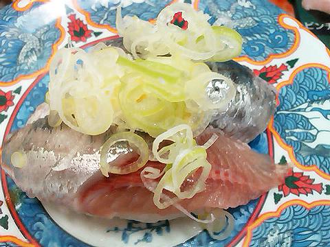 回転寿司たくみのマイワシの握り