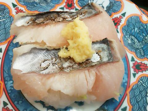 回転寿司たくみの炙りサワラの握り