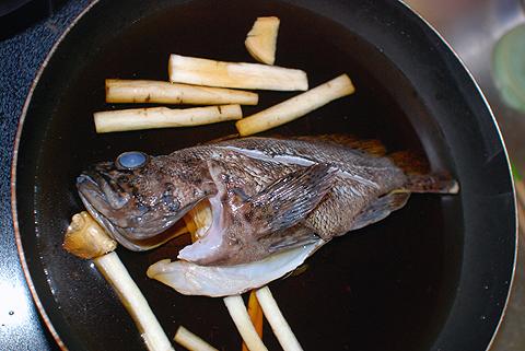 オウゴンムラソイを煮る直前