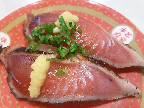 はま寿司の鹿児島県産 炭焼き鰹たたきの握り
